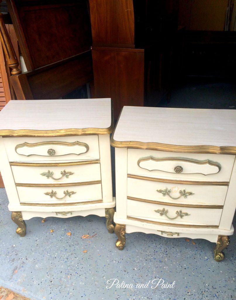 2 nightstands