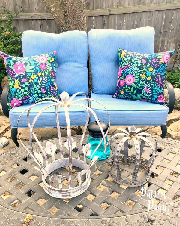outdoor furniture, crowns, pillows